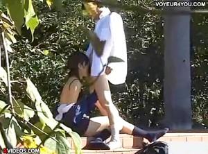 【 盗撮動画 】思春期の学生カップルは白昼堂々と公園で青姦セックスしてる盗撮映像wwwww