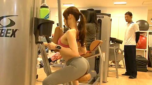 【 盗撮動画 】スポーツジムで爆乳ムッチリ尻のスポーツウェア娘を狙いSEX盗撮!!!※勃起注意