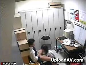 【 盗撮動画 】警察かSEXか選べ…万引きJKを脅迫レイプするロリコン店長のマジキチ盗撮記録!!!