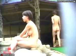 【 盗撮動画 】某有名旅館の女露天風呂で女性達を丸裸にしたリアル盗撮映像wwwww