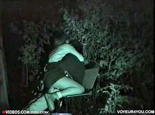 【 盗撮動画 】深夜の公園はカップルの野外SEXスポットだったwww※赤外線盗撮カメラ使用
