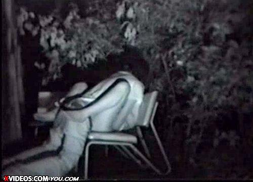 【 盗撮動画 】公園のベンチ近くに盗撮カメラ設置してみた結果…※赤外線カップル動画あり!!!