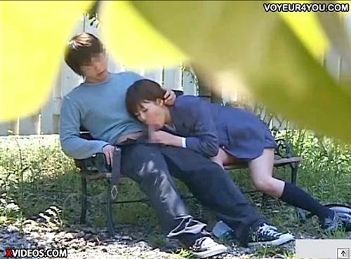 【 盗撮動画 】公園のベンチで青姦SEXするバカップルを超接近盗撮に成功wwwww