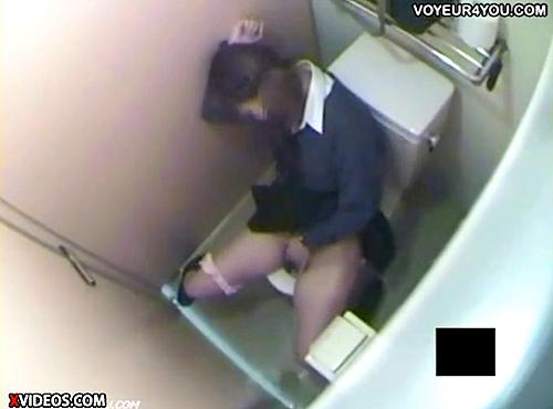 【 盗撮動画 】授業サボッてトイレでオナニーする同じクラスのJKをガチンコ盗撮したったwww