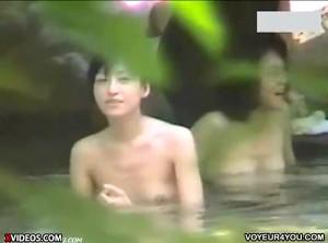 【 盗撮動画 】女露天風呂のリアルな光景…逮捕覚悟で盗撮に成功した激ヤバ映像wwwww
