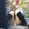 【 盗撮動画 】男の目線を釘付けwww階段で座るミニスカギャルの無防備なパンチラを大胆盗撮!!!