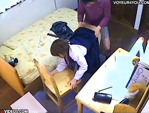 【 盗撮動画 】JCを狙ったロリコン家庭教師の勉強風景が完全に犯罪行為www※閲覧注意