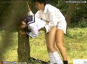 【 盗撮動画 】声出しちゃバレちゃうよ…公園で白昼堂々とパコパコSEXする学生カップル盗撮www