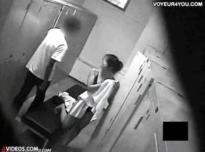 【 盗撮動画 】水泳部ロッカー室を盗撮したら男子生徒の悪行を奇跡的に激撮したったwwwww