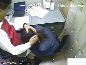 【 盗撮動画 】防犯カメラは見た…店長が万引きJKに前代未聞の脅迫レイプする衝撃映像!!!※閲覧注意