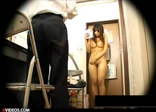 【 盗撮動画 】キチガイ店長が万引きギャルを脅迫し全裸撮影する盗撮レイプ映像…※閲覧注意