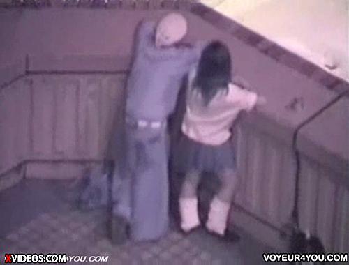 【 盗撮動画 】ビル屋上で土方彼氏とJK彼女の野外SEXを上から丸見え盗撮成功wwwww