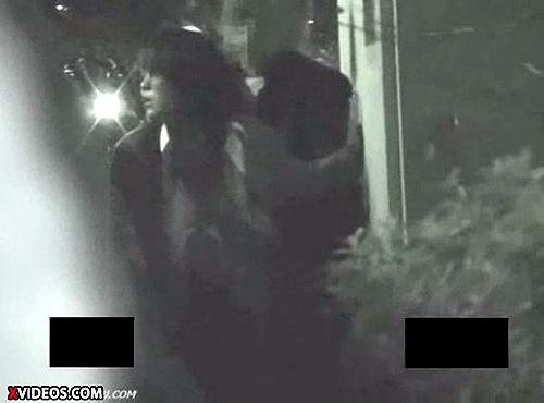 【 盗撮動画 】都内ビル隙間の死角でSEXするバカップルを発見⇒赤外線盗撮!!!