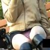 【 盗撮動画 】野外ベンチに座る無防備なタイトスカート素人娘の三角ゾーンを狙いパンチラ盗撮!!!