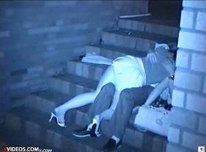 【 盗撮動画 】深夜の人気ない階段で大胆にイチャつく素人バカップルを超接近して赤外線盗撮wwwww