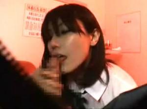 【 盗撮動画 】都内某所で本物JKが働くと噂のピンサロ風俗店を突撃盗撮してみた結果wwwww