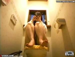 【 盗撮動画 】女子大生の姉が自宅トイレで快楽を貪る極エロオナニーしていた衝撃の事実!!!