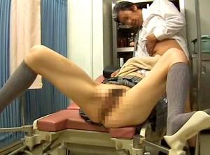 【 盗撮動画 】産婦人科の変態医師がギャルJKの弱みを狙い交渉⇒診察室でSEX盗撮したリアル映像wwwww