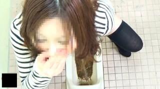 【 盗撮動画 】漏れそうで駆け込んだトイレは激臭ウ○コ!水は流れない!紙もない!面白ハプニング盗撮映像wwwww