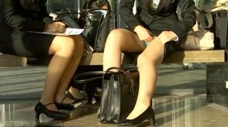 【 盗撮動画 】就職活動するリクルートスーツ女子大生を狙いパンチラ激撮したリアル映像!!!