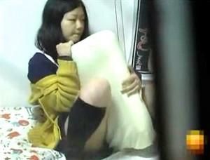 【 盗撮動画 】女子大生の私生活をベランダから覗き見したら枕オナニーする痴態盗撮wwwww