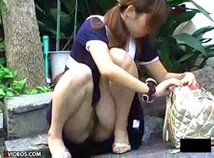 【 盗撮動画 】ミニスカ女子のパンチラ盗撮狙っていたらノーパンだった衝撃の盗撮映像wwwww