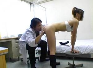 【 盗撮動画 】この映像は本物ですか?※ロリコン医師の卑猥な診察盗撮映像。