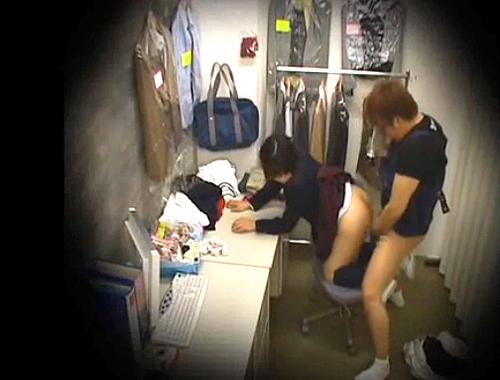 【 盗撮動画 】ブルセラSHOPで制服売りに来たJKを騙して前代未聞の中出しSEX盗撮!!!