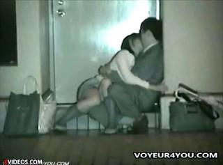 【 盗撮動画 】終電も終わった繁華街で酒に酔った男女の野外SEXを赤外線盗撮!!!