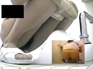 【 盗撮動画 】病院トイレで排泄行為するナースを狙い盗撮した超マニアック盗撮映像!!!