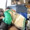 【 盗撮動画 】昼間の電車内で彼女にフェラチオ強要させてる素人カップルを隠れて盗撮wwwww