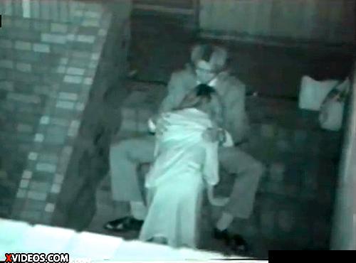 【 盗撮動画 】赤外線カメラは見た!!深夜の野外でSEXする素人カップル激撮wwwww