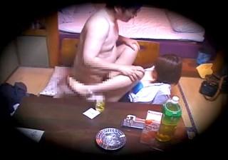 【 盗撮動画 】マジかよwwwラブホテルで中年オヤジと若いOLの中出しSEX盗撮映像!!!