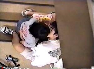 【 盗撮動画 】非常階段で若いカップルの青春溢れるペッティングを上から覗き見盗撮!!!