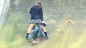 【 盗撮動画 】昼間から公園でSEXする学生カップルの痴態を望遠カメラで盗撮大成功wwwww