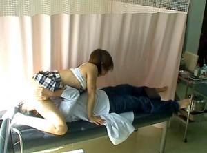 【 盗撮動画 】小児科ロリコン医師が少女に悪戯セクハラ診察した問題映像!!!※閲覧注意