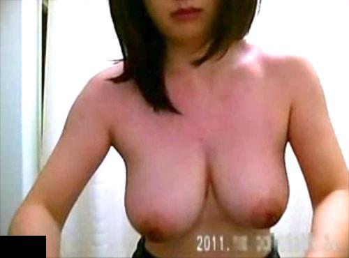 【 盗撮動画 】病院の更衣室で爆乳メガネちゃんの生着替え盗撮したリアル映像www※巨乳フェチ必見