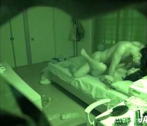【 盗撮動画 】発情した新婚夫婦の日常的なセックスを丸裸に盗撮したリアルパコパコ映像!!!