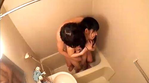 【 盗撮動画 】ロリコン兄が入浴中のロリータ妹を悪戯レイプした盗撮ホームビデオ映像wwwww