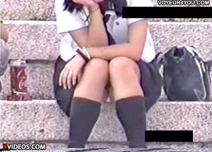 【 盗撮動画 】サラリーマン必見!!昼下がり都市公園はJKのパンチラ多発地帯だったwwwww