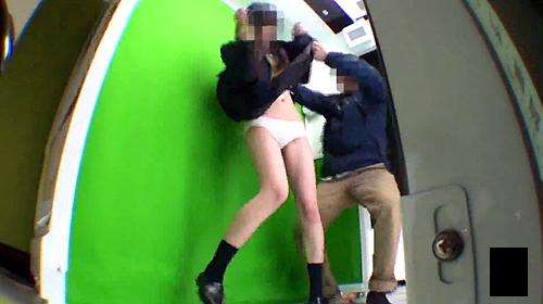 【 盗撮動画 】コレは面白いwww油断したJKを狙い突撃スカートめくりガチンコ盗撮企画!!!