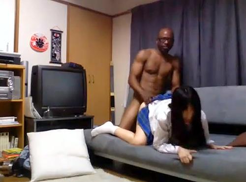 【 盗撮動画 】黒人家庭教師がデカチンで教え子JKを理性崩壊させた衝撃映像wwwww