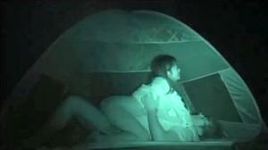【 盗撮動画 】キャンプ場内のテントで野外SEXする大学生ヤリサーを赤外線盗撮!!!