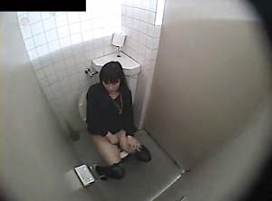【 盗撮動画 】この映像は本物ですよwww公衆便所でサイレントオナニーする素人お姉さんをガチ盗撮!!!