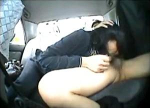 【 盗撮動画 】タクシーの車内防犯カメラは見た!!財布をなくした女性に体で払わせる変態運転手の記録wwwww