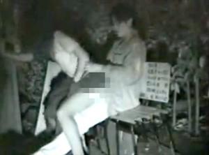【 盗撮動画 】有名な野外SEXスポットでイチャつく素人カップルを赤外線盗撮したリアル映像wwwww