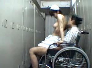 【 盗撮動画 】病院ロッカールームで男性患者とSEXする巨乳ナースをガチンコ盗撮映像!!!