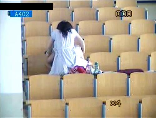 【削除注意】FC2に流出した大学生カップルの大胆教室SEX盗撮映像!!!※防犯カメラ映像