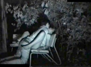 【 盗撮動画 】有名な野外SEXスポットの公園に定点カメラで赤外線盗撮してみた結果…※素人カップルGET