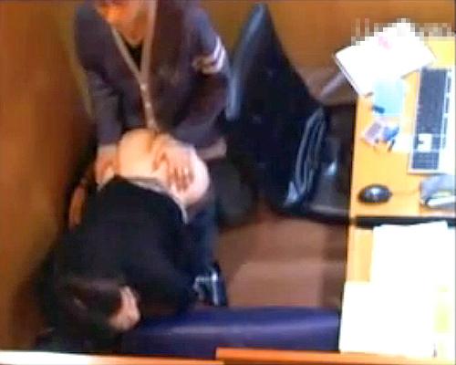 【 盗撮動画 】ネットカフェの利用注意事項を破る素人カップルをご覧下さい。※防犯カメラ盗撮映像